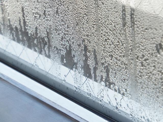 結露する窓